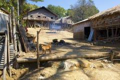 Vila do tribo do monte de Murong perto de Bandarban, Bangladesh fotografia de stock royalty free