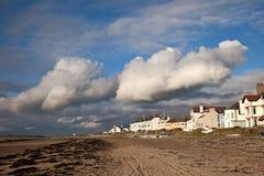 Vila e praia de Rhosneigr Fotografia de Stock