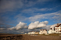 Vila e praia de Rhosneigr Foto de Stock