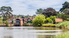 Vila e rio de Beaulieu na área nova da floresta de Hampshire mim imagem de stock royalty free