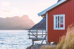 Vila em ilhas de Lofoten em Noruega, Europa Foto de Stock