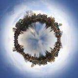 Vila em um planeta pequeno Foto de Stock