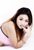 Vila för kvinnarosa färger för stående den attraktiva asiatiska amerikanska överkanten Fotografering för Bildbyråer