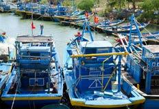 Vila fiskebåtar i Vietnam Arkivfoto