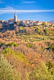 Vila idílico do monte da vista panorâmica de Groznjan Imagens de Stock