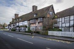 Vila inglesa com as casas quadro da madeira, Biddenden, Kent Reino Unido foto de stock