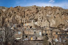 Vila iraniana antiga da caverna nas rochas de Kandovan O legado da Pérsia foto de stock