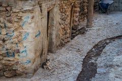 Vila iraniana antiga da caverna nas rochas de Kandovan O legado da Pérsia imagens de stock