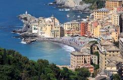 Vila italiana Camogli ao longo do Golfo Paradiso Fotos de Stock Royalty Free
