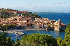 Vila litoral de Collioure em França imagens de stock