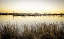 Vila litoral pequena nos lagos Fotos de Stock Royalty Free