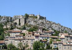vila medieval com castelo Imagem de Stock Royalty Free