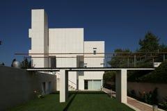 Vila moderno nella spaccatura Fotografia Stock