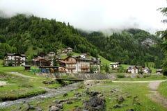 Vila nas montanhas Imagem de Stock Royalty Free