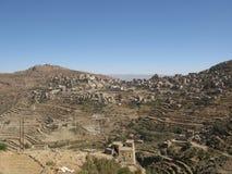 Vila nas montanhas de Yemen fotos de stock