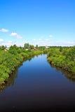 Vila no rio da costa imagens de stock royalty free