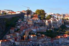 Vila Nova de Gaia, Portugal - stedelijke architectuur op een stadsstraat stock afbeeldingen