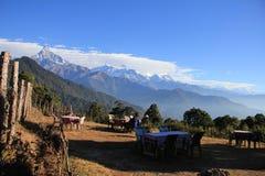 Vila område med bergsikt Royaltyfria Foton