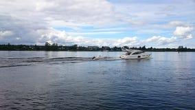 Vila på sjön Fotografering för Bildbyråer