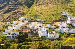 Vila pequena bonita de Igueste de San Andres da vista em Ilhas Canárias de Tenerife fotografia de stock royalty free