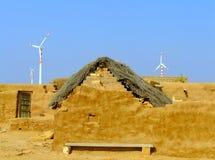 Vila pequena com as casas tradicionais no deserto de Thar, Índia Fotos de Stock