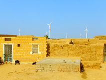Vila pequena com as casas tradicionais no deserto de Thar, Índia Imagens de Stock Royalty Free
