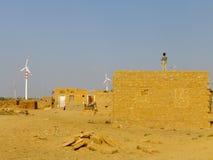 Vila pequena com as casas tradicionais no deserto de Thar perto de Jaisal Imagem de Stock Royalty Free