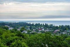 A vila pequena na costa Imagens de Stock
