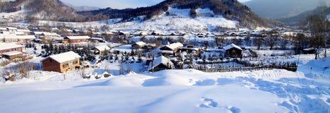 Vila pequena no inverno Imagens de Stock Royalty Free