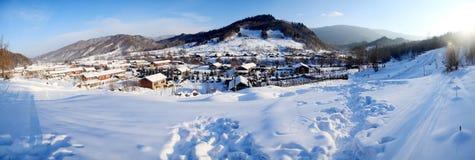 Vila pequena no inverno Fotos de Stock Royalty Free