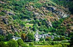 Vila pequena nos cumes italianos Fotos de Stock Royalty Free