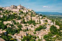 Vila pitoresca antiga da parte superior do monte de Gordes dentro Fotografia de Stock Royalty Free