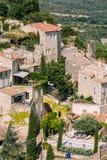 Vila pitoresca da parte superior do monte de Gordes em Provence, França velho Imagens de Stock