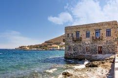 A vila pitoresca do porto de Agia do beira-mar na ilha de Leros, Grécia imagem de stock royalty free