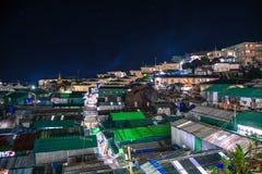 Vila rural sob a noite estrelado em Kyaikto fotografia de stock royalty free
