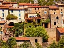 Vila típica de Languedoc foto de stock
