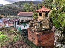 Vila típica na área rural das Astúrias, Espanha fotografia de stock