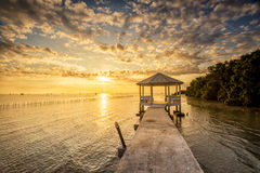 Vila tailandesa do pescador do tempo do nascer do sol Fotografia de Stock Royalty Free