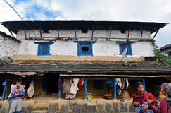 Vila tradicional de Gurung de Ghandruk nos Himalayas Foto de Stock
