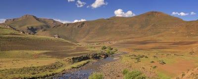 Vila tradicional nas montanhas de Lesoto Imagens de Stock Royalty Free