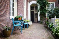 Vila utanför i Amsterdam Royaltyfria Bilder