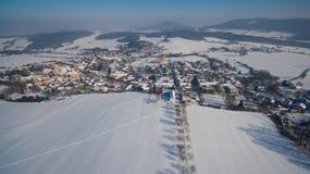 Vilage del invierno en Bhemia occidental Foto de archivo