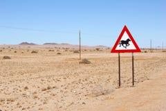Vildhästar som varnar vägmärket, Namibia Arkivfoto