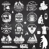 Vildmarkläger Var lös och fri vektor Begrepp för emblemet, skjortan eller logoen, tryck, stämpel, lapp Tappningtypografi stock illustrationer