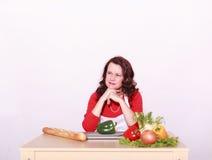 Vilken ` M I som ikväll lagar mat? Fotografering för Bildbyråer