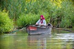 Перепад Дуны - город воды: старуха плавая шлюпка Стоковое Изображение RF