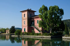 Villa à la lagune d'orbetello Photographie stock