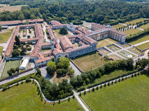 Villa Arconati, Castellazzo, Bollate, Milano, Italia Siluetta dell'uomo Cowering di affari Villa Arconati, Castellazzo, Bollate,  Immagine Stock Libera da Diritti