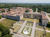 Villa Arconati, Castellazzo, Bollate, Milano, Italia Siluetta dell'uomo Cowering di affari Villa Arconati, Castellazzo, Bollate,  Immagine Stock