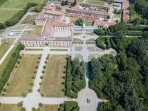 Villa Arconati, Castellazzo, Bollate, Milano, Italia Siluetta dell'uomo Cowering di affari Villa Arconati, Castellazzo, Bollate,  Fotografia Stock Libera da Diritti